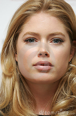Download Animal Pictures on Dutch Top Model Doutzen Kroes Attends A News Conference During Fashion