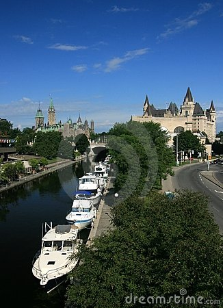 Free Downtown Ottawa With Boats Royalty Free Stock Photo - 5984875