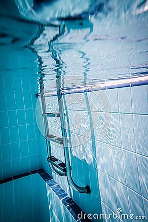 Drabinowy basen