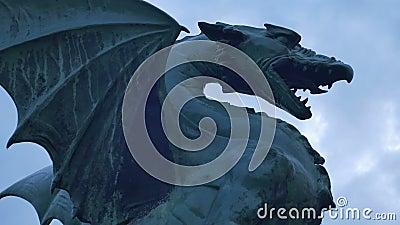 Dragón de bronce en Ljubljana almacen de metraje de vídeo
