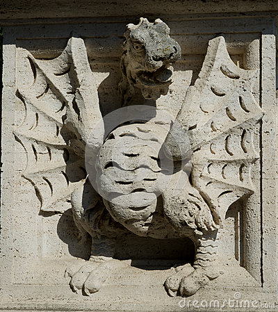 Dragon depicted on the walls of pedestal of the sculpture