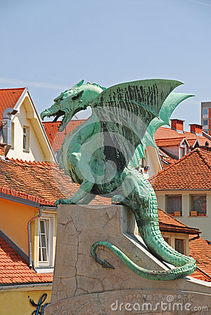 Free Dragon On A Bridge Stock Photography - 32385042