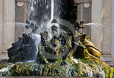 Dragons fountain, Villa d Este - Tivoli