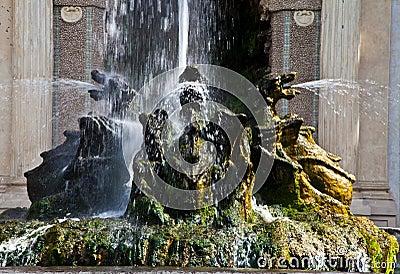 Dragons fountain, Villa d Este - Tivoli