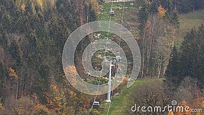 Drahtseilbahn in den Bergen von Bayern stock video