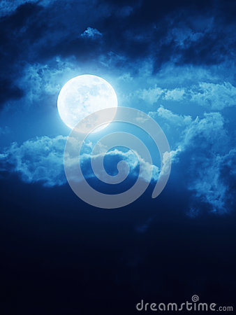 Free Dramatic Moonrise Background With Deep Blue Nightime Sky And Clouds Royalty Free Stock Images - 37543299