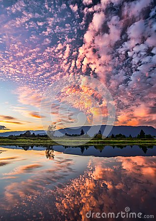 Free Dramatic Pink Clouds Reflection Stock Photos - 46983153