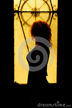 Free Dramatic Portrait Of A Charming Woman In The Dark. Dreamy Female Royalty Free Stock Photo - 98391175
