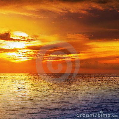 Free Dramatic Sunset Sky With Clouds Stock Image - 5152181
