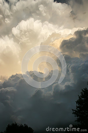 Free Dramatic Thunderstorm Clouds Develop Directly Overhead In Southern Kansas Royalty Free Stock Image - 33173476