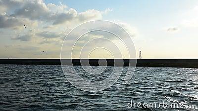 Dramatische wolkenvorming over het blauwe overzees, Ä°stanbul stock video