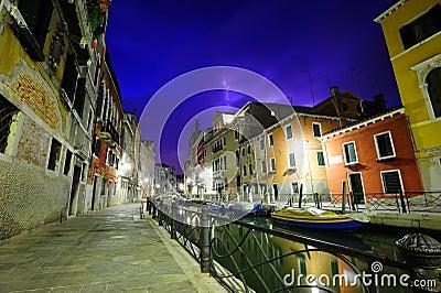 Dramatisk thunderstorm i Venedig