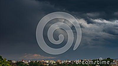 Dramatyczne chmury burzowe zbiory