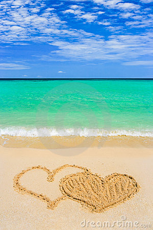 Free Drawing Connected Hearts On Beach Stock Photos - 15218113
