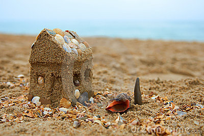 Dreaming about a house on the seashore