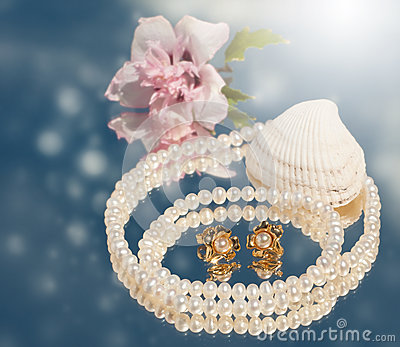 Dreamy image of golden pearl earrings with pearls