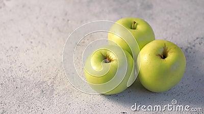 Drehende Äpfel, Kopienraum für Text stock footage