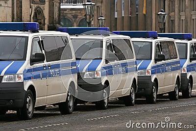 Dresden, 13. Februar - deutsche Polizeiwagen Redaktionelles Stockfoto