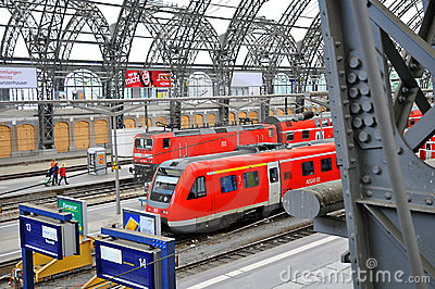 Dresden Hauptbahnhof - train platform Editorial Stock Image