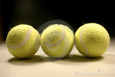 Drie tennis-ballen II