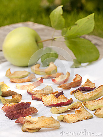 Free Dried Apple Slices Royalty Free Stock Photography - 28952667