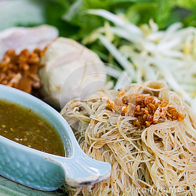 Dried noodle with vegetable