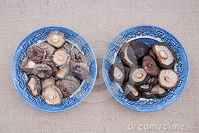 Dried and soaked shiitake in bowls