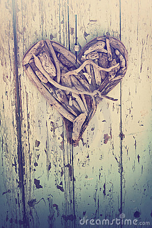 Free Driftwood Heart On Vintage Wall Stock Images - 24231244