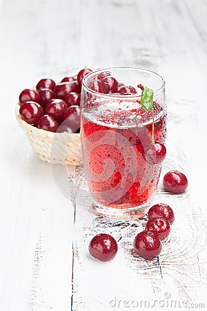 Free Drink With Fresh Cherries Royalty Free Stock Photos - 32012568
