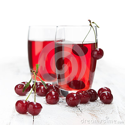 Free Drink With Fresh Cherries Royalty Free Stock Photos - 32033858