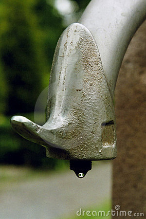 Dripping water tap