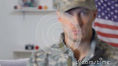 Droevig wijfje die militaire vriend, strijdkrachtenplicht, gevaarlijk beroep kijken stock footage