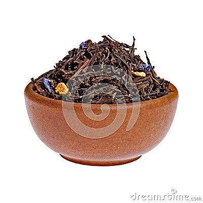 Droog hierboven zwarte thee in een kleikop van