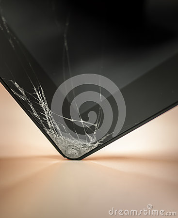 Free Dropped And Cracked Tablet Stock Images - 32215334
