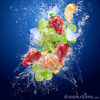 Free Drops Around Fruits Under Water Royalty Free Stock Photo - 11734015