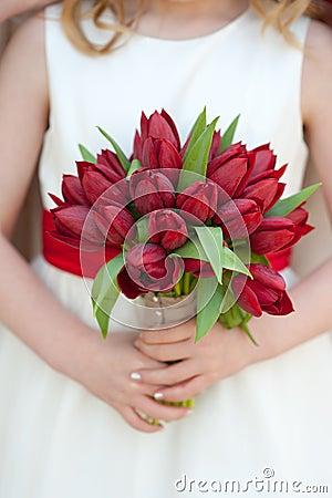 Czerwony tulipanowy ślubny bukiet