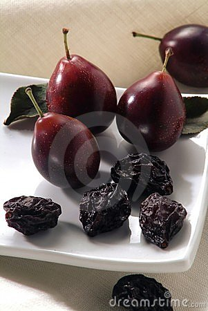 Free Dry And Fresh Plums Royalty Free Stock Image - 792336