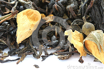 Dry black tea flavored with dry flower buds