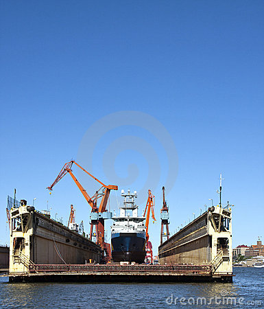 Free Dry Dock Royalty Free Stock Photo - 16337075