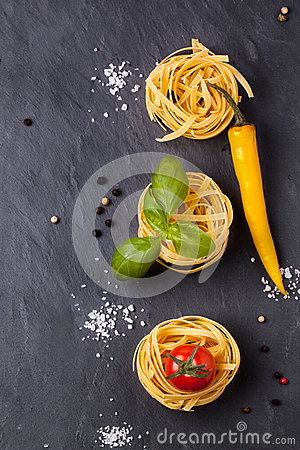 Free Dry Pasta With Tomatoes, Basil And Pepper Stock Image - 34928721