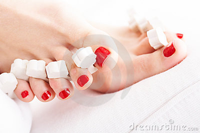 Drying nails