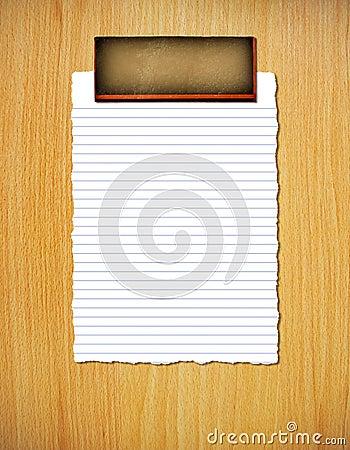 Drzejący prążkowany papier