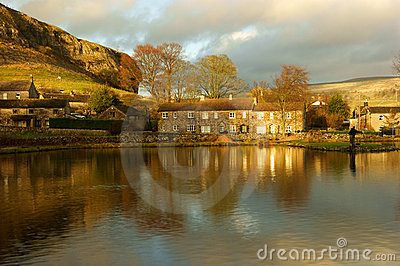 DSC656. Kilnsey Trout Lakes And  Kilnsey Crag.