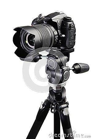 dslr在三脚架的黑色照相机