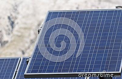 Détail des panneaux solaires dans les montagnes de Madonie