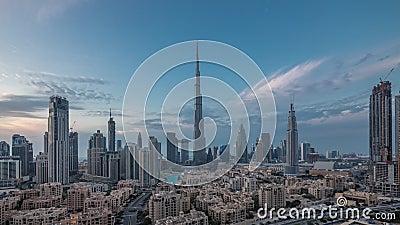 Dubai Downtown skyline dag-tot-nacht met Burj Khalifa en andere towers paniramische uitzicht vanaf de top in Dubai stock video