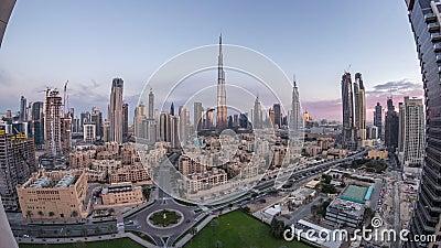 Dubai Downtown skyline overnachting van dag tot dag met Burj Khalifa en andere towers paniramische beelden bovenaan in Dubai stock footage