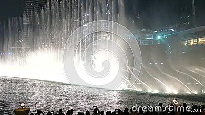 DUBAJ, UAE - GRUDZIEŃ 7, 2016: Dancingowa fontanna Dubaj blisko Burj Khalifa i Dubaj centrum handlowe w śródmieściu Dubaj zdjęcie wideo