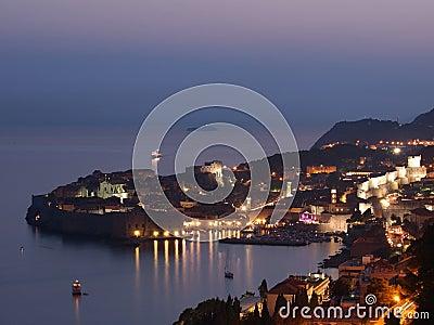 Dubrovnik en la puesta del sol, Croatia
