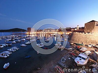 Dubrovnik przy noc, Chorwacja